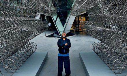 Aj Wej-wej v Praze vystaví své největší dílo, člun s uprchlíky