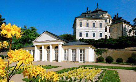 Prohlídky zámku Karlova Koruna s hrabětem Oktaviánem