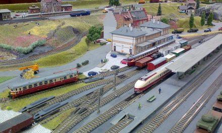 Dětská pouť Jede jede Mašinka a železniční modely a kolejiště v Pečkách
