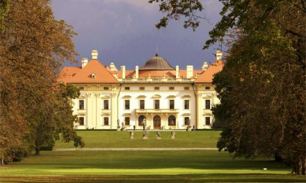 Letní filmový festival v parku na zámku Slavkov u Brna