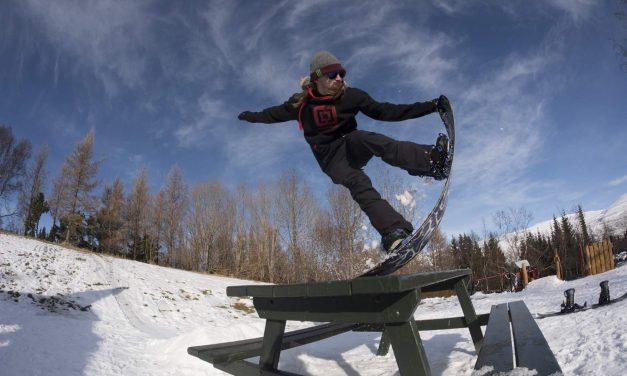 Snowboardová přehlídka a soutěž Horsefeathers Sneak The Tweak na Monínci