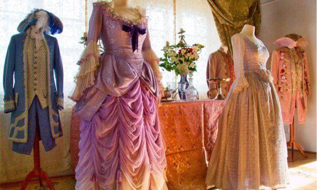 S čerty nejsou žerty: výstava kostýmů a rekvizit z oblíbené pohádky