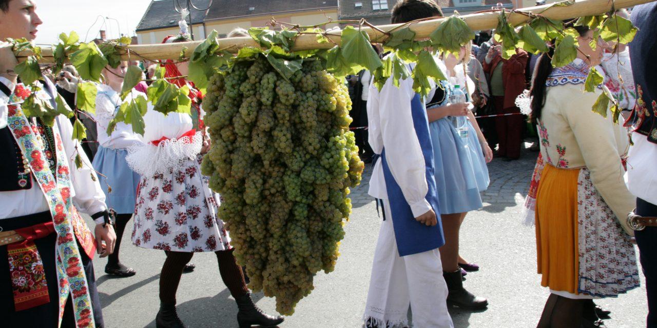 Bzenecké krojované vinobraní
