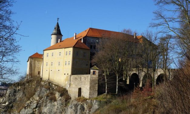 Sklářská pouť na nádvoří hradu Ledeč nad Sázavou